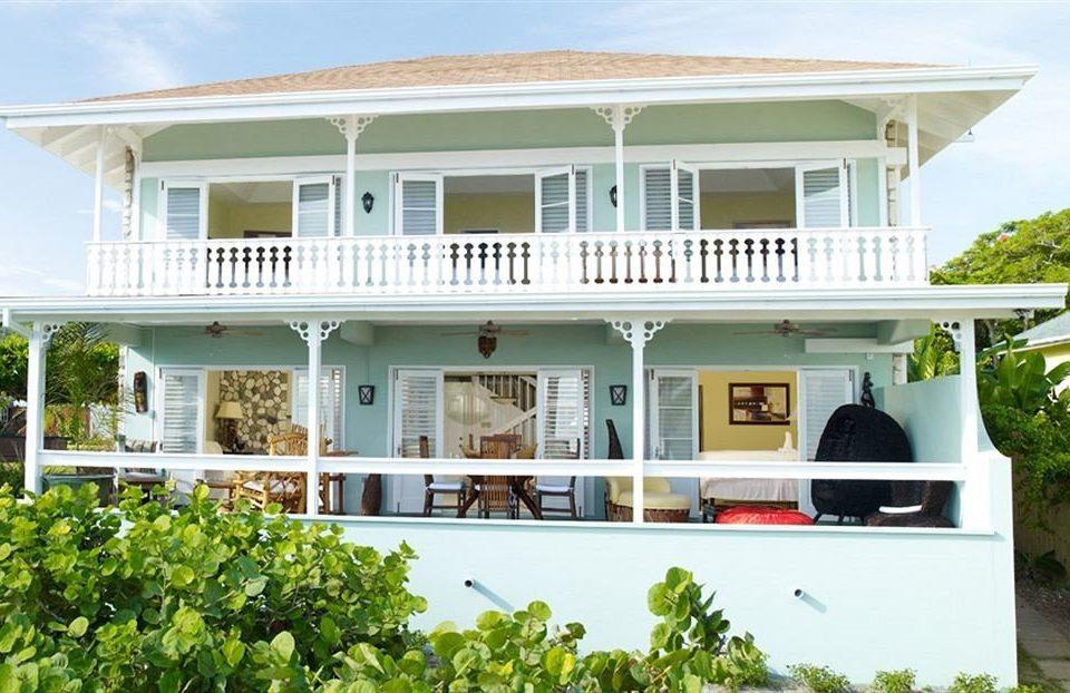 building house white property home Villa mansion residential area cottage Resort condominium porch farmhouse Deck