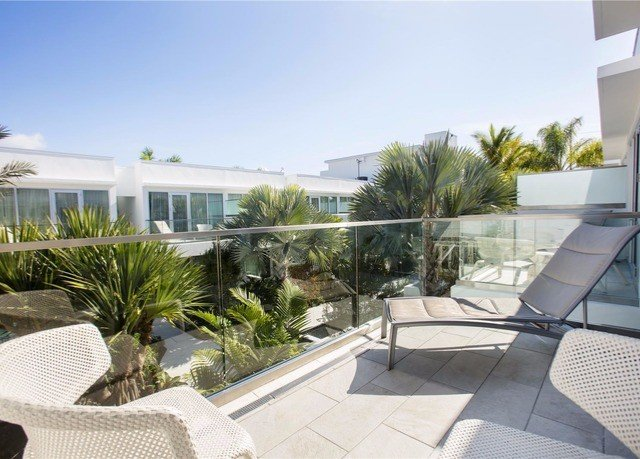 condominium property Villa swimming pool home Resort outdoor structure porch Deck