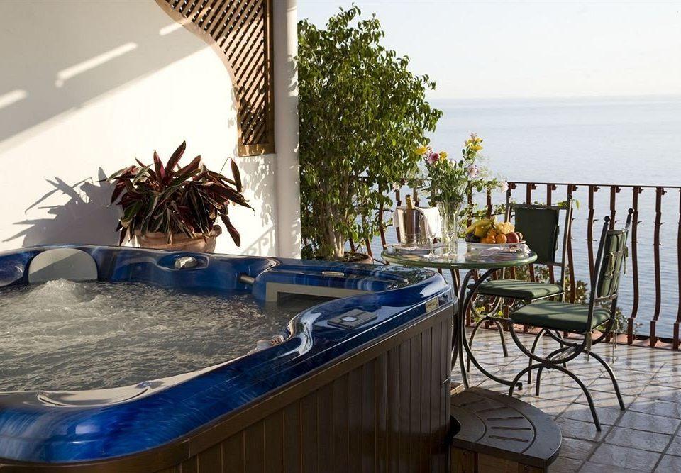 swimming pool property Villa home cottage condominium Resort Deck