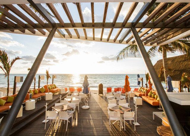 Resort restaurant Villa cottage Deck