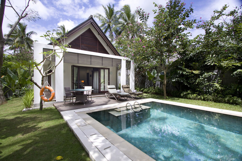 tree building property house swimming pool Villa home backyard cottage mansion outdoor structure Deck