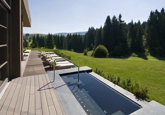 tree sky grass property swimming pool walkway outdoor structure backyard Villa landscape architect Deck way road
