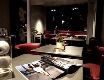 restaurant dining table desk