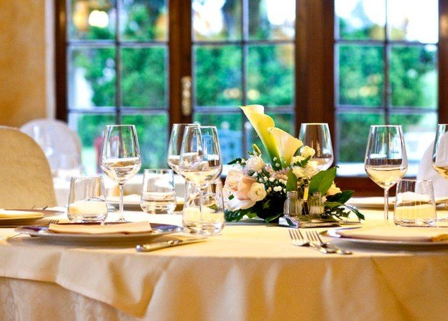 wine restaurant brunch dinner lunch rehearsal dinner banquet Dining function hall empty dining table
