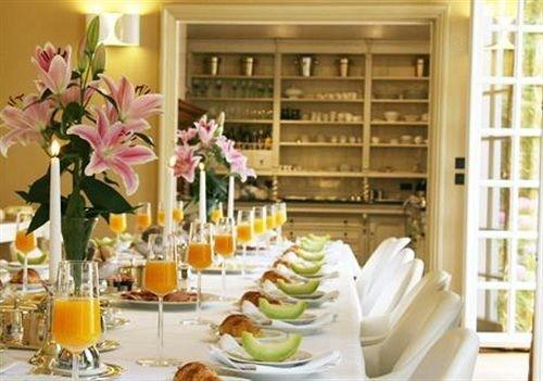 floristry flower arranging restaurant Dining brunch floral design dining table dinner set