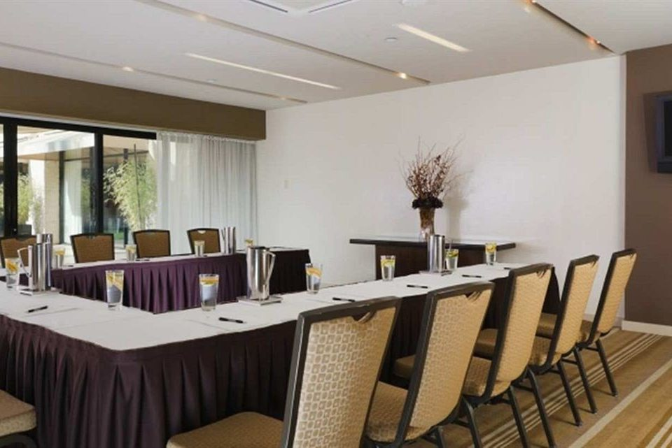 chair property conference hall function hall restaurant Dining condominium convention center dining table