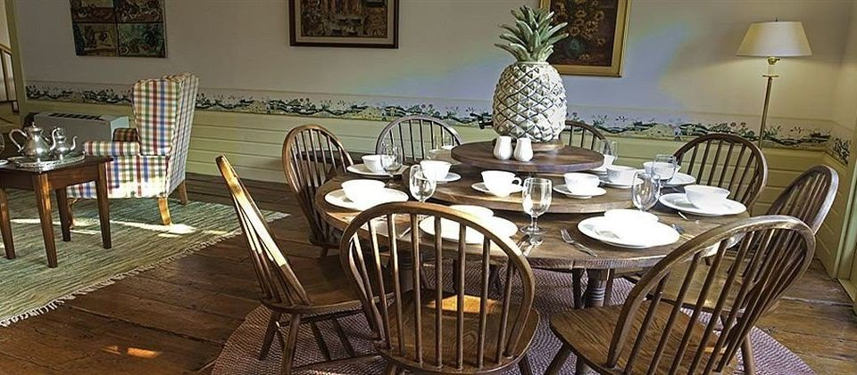 chair Dining property restaurant home living room cottage set dining table