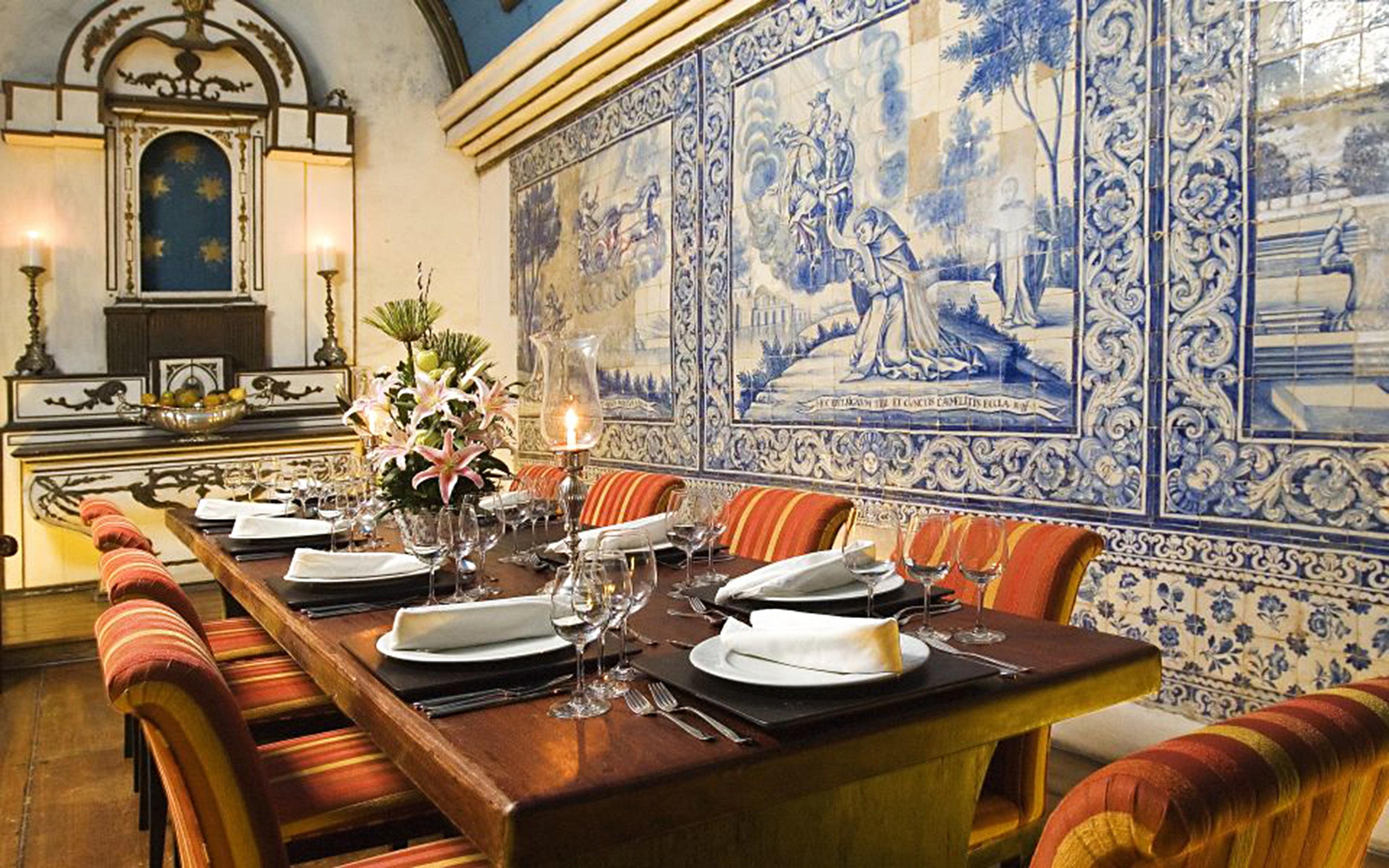 Dining Drink Eat Elegant Historic Lounge restaurant home living room