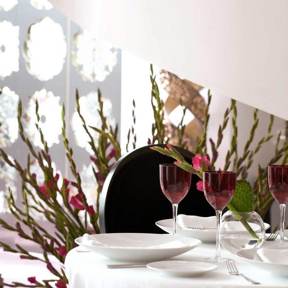 Dining Drink Eat Elegant Luxury Modern flower centrepiece restaurant wedding tablecloth