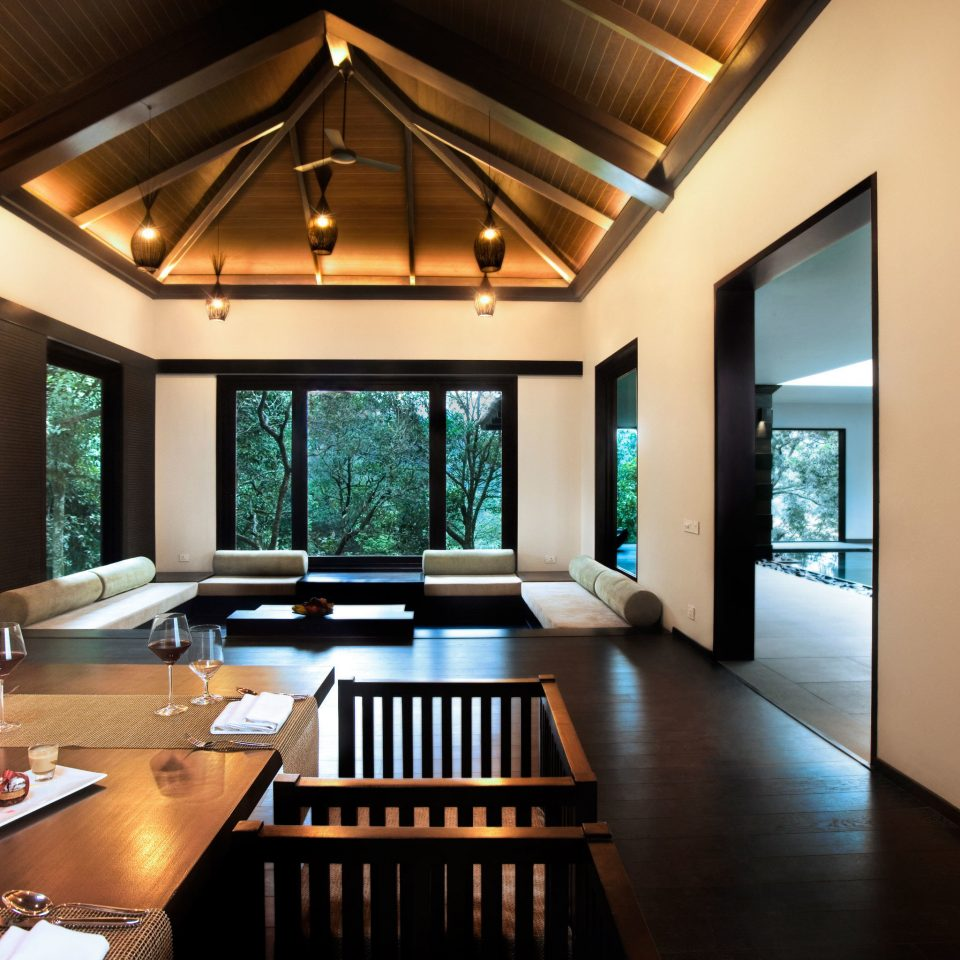 Dining Drink Eat Elegant Lounge Luxury Scenic views Villa property living room wooden house home condominium Suite Resort mansion cottage Modern Island dining table