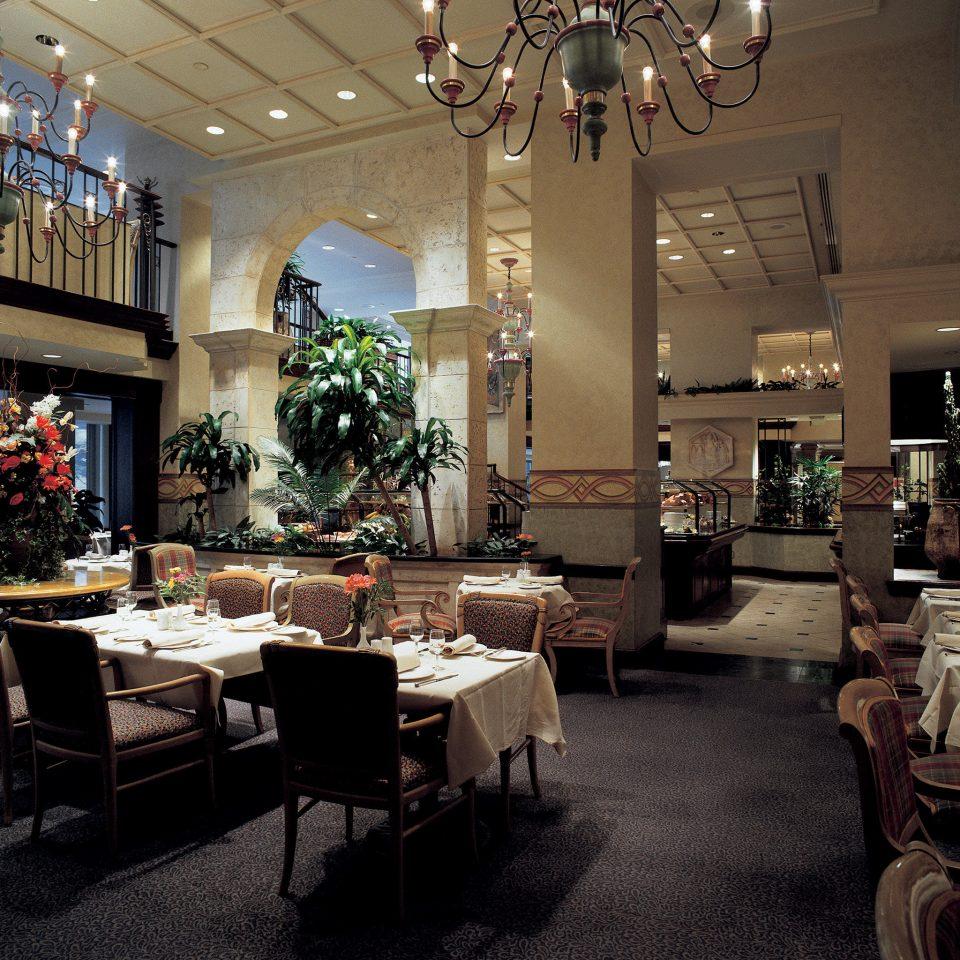 Dining Drink Eat Elegant Modern Romantic Scenic views Lobby home restaurant living room mansion