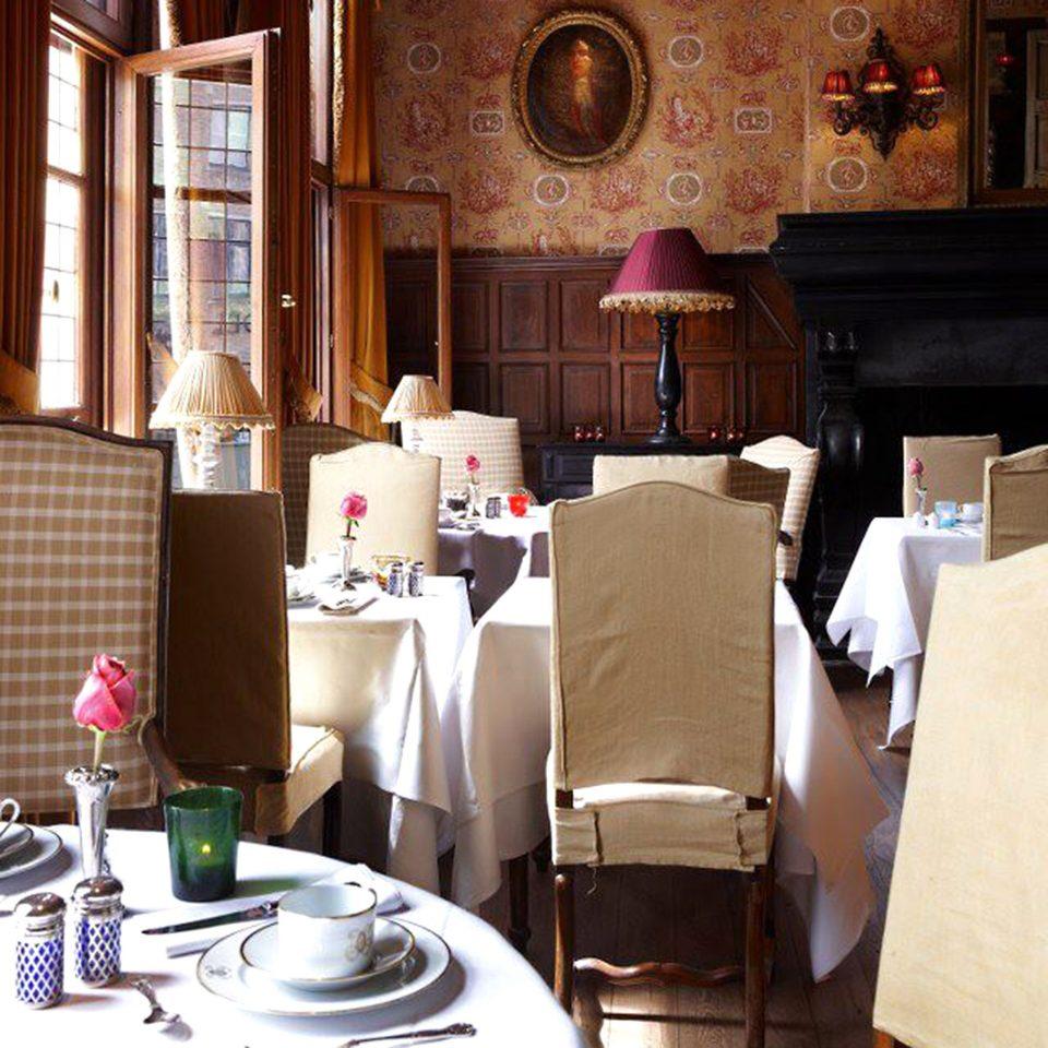 Dining Drink Eat Elegant Luxury Scenic views property living room restaurant home cottage Suite