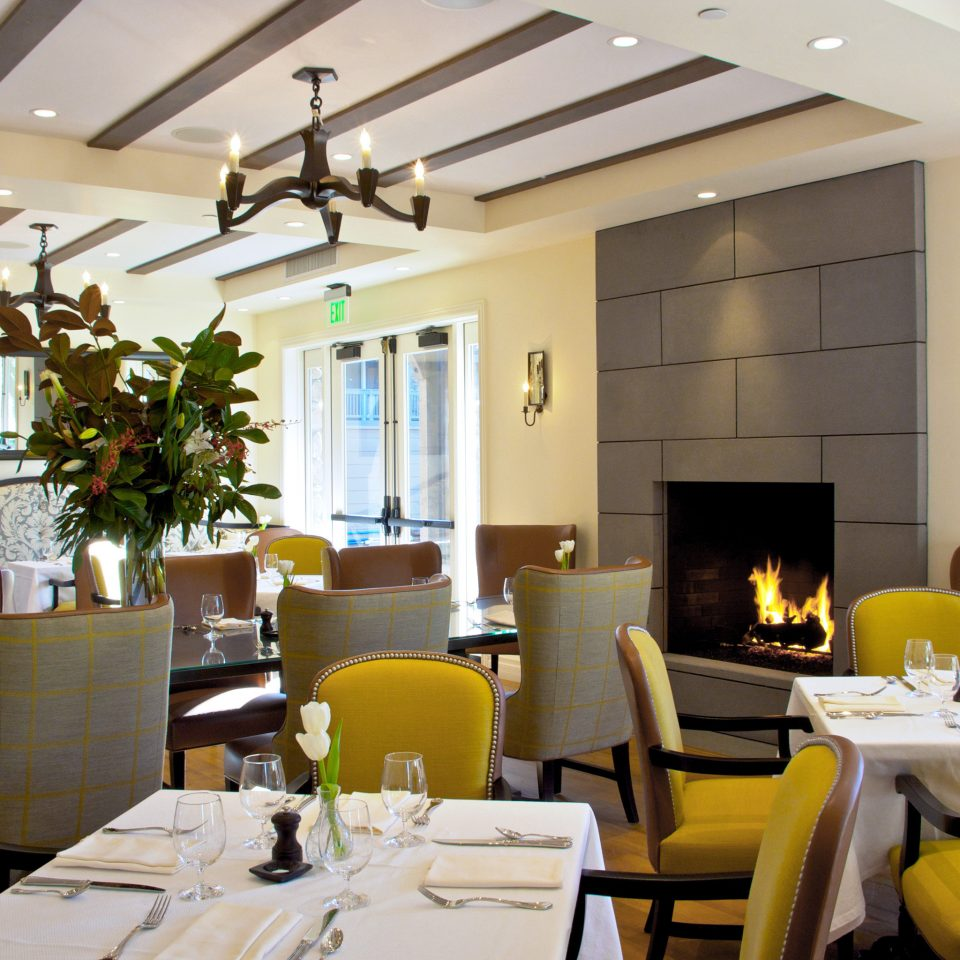 Dining Drink Eat Elegant Fireplace property living room home condominium restaurant Suite