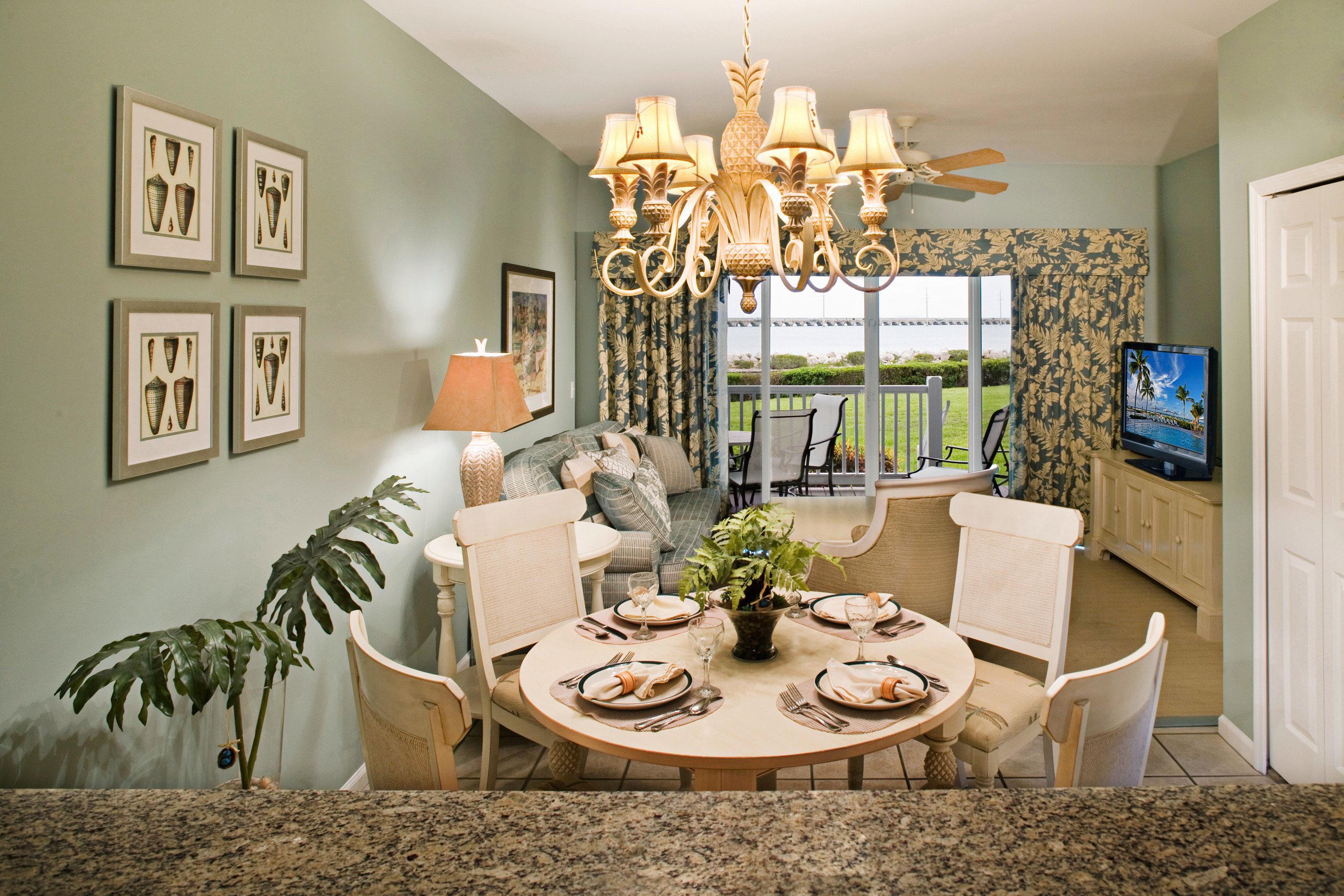 Dining Drink Eat Elegant Family property living room home cottage farmhouse