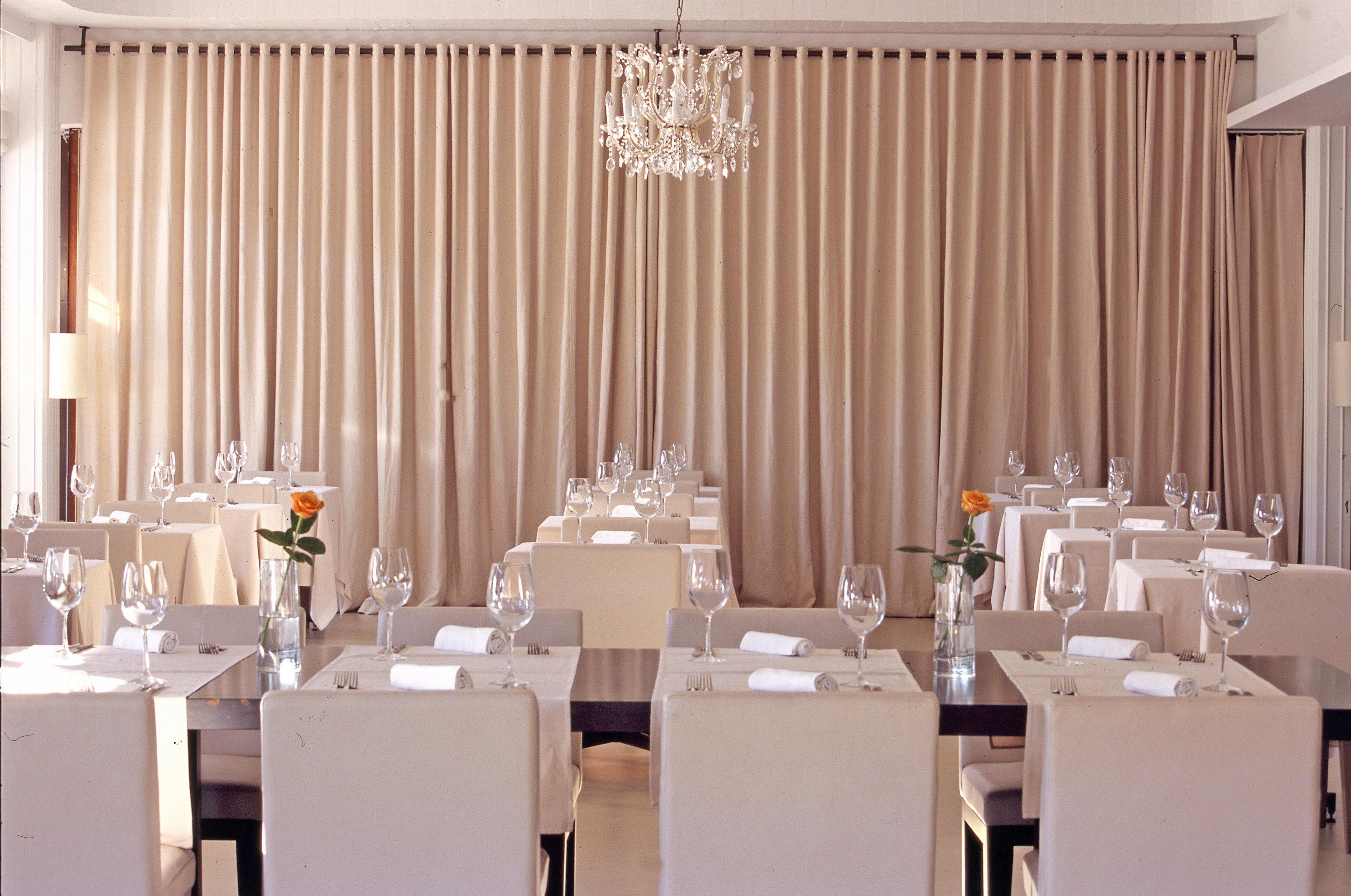 Dining Drink Eat Elegant Family Island curtain function hall banquet Party restaurant ballroom window treatment textile wedding reception