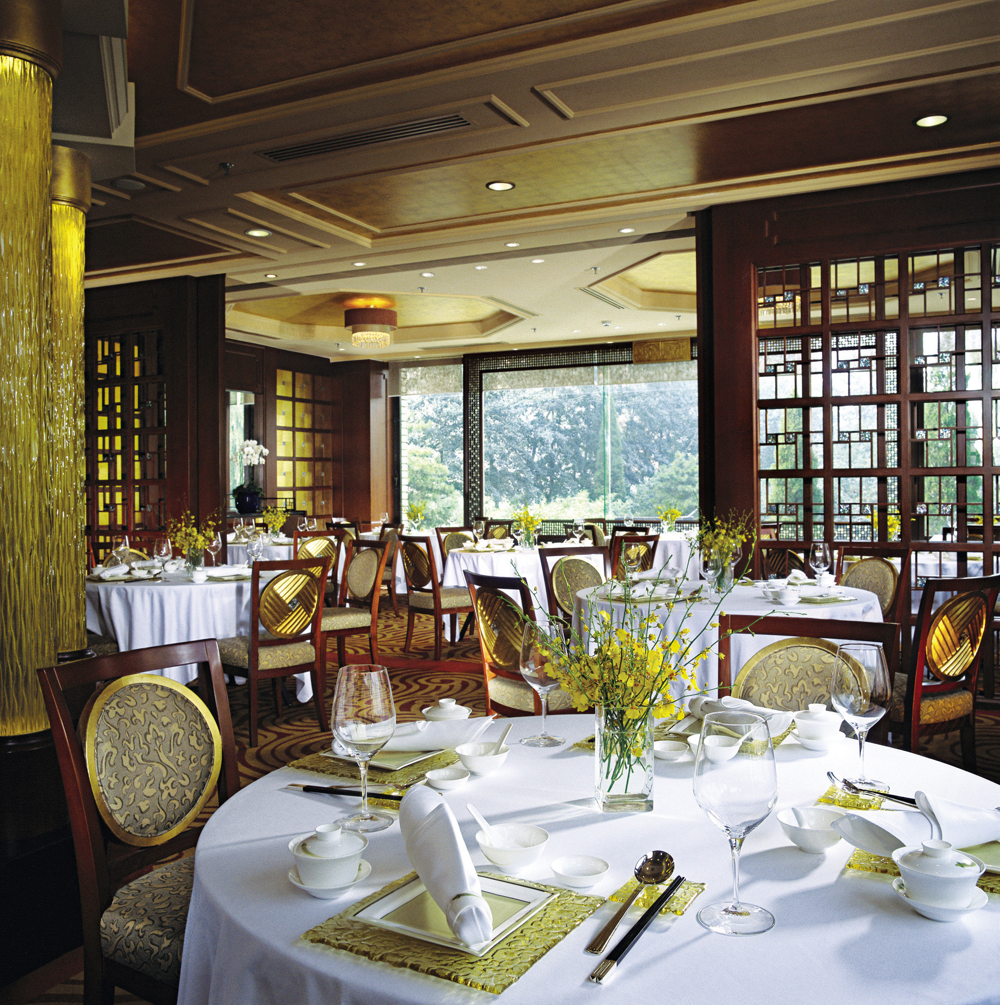 Dining Drink Eat Elegant Luxury Modern restaurant function hall home Resort dining table