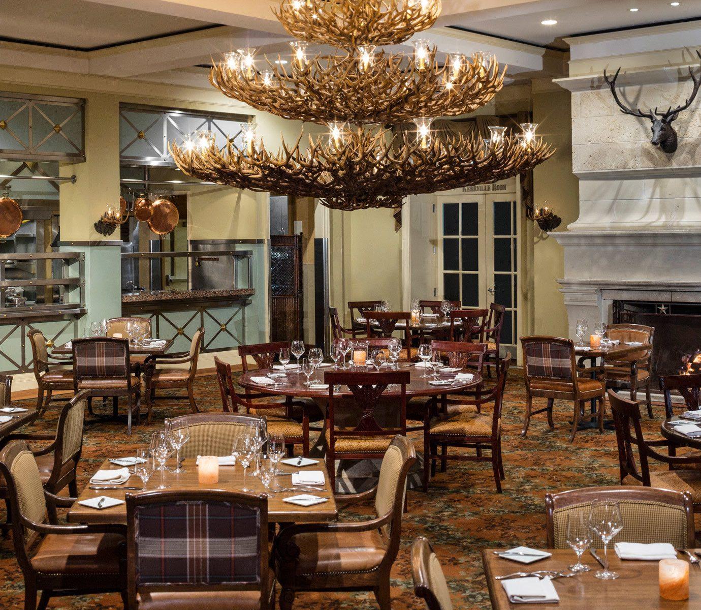 Dining Drink Eat Elegant Fireplace Ranch Resort chair restaurant function hall café Lobby brunch ballroom set cluttered