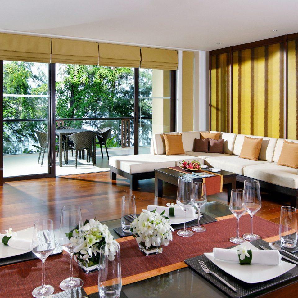 Dining Drink Eat Family Patio Resort property living room condominium Suite home Villa