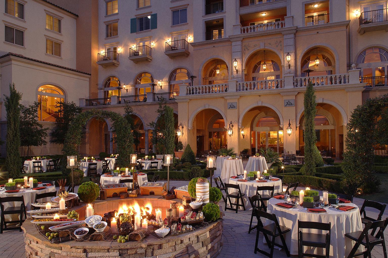Dining Drink Eat Firepit Resort building palace