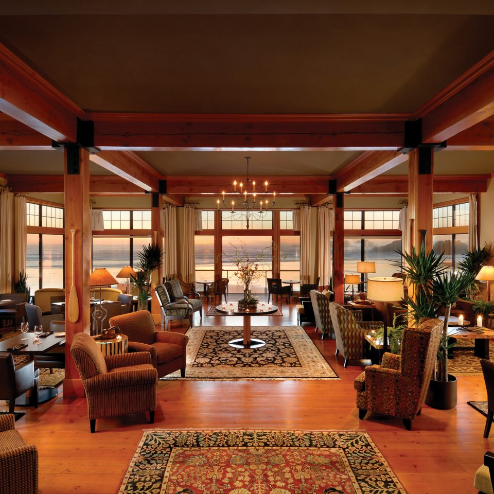 Dining Drink Eat Fireplace Lounge Resort Scenic views property Lobby restaurant home living room