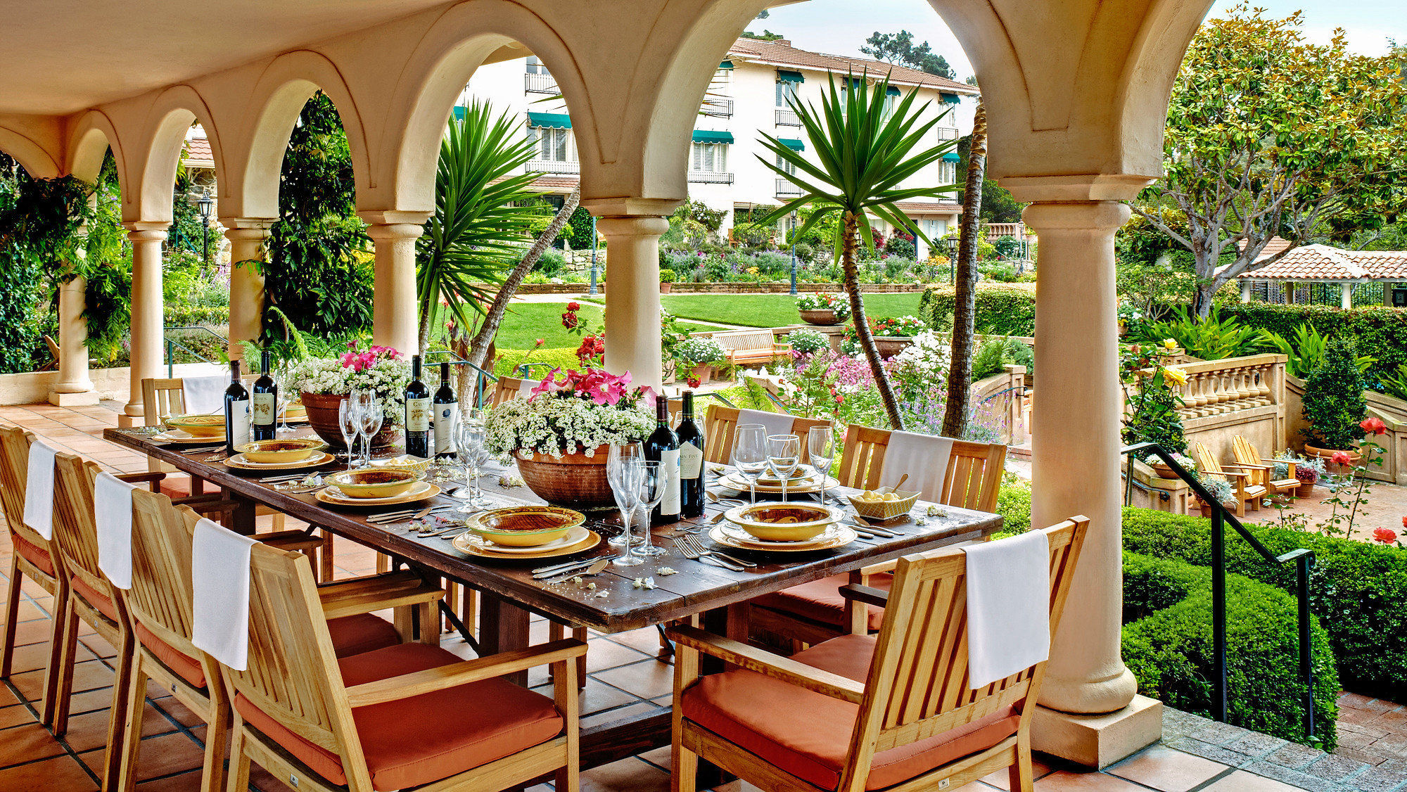 Dining Drink Eat Garden Outdoors Resort restaurant home Villa hacienda set