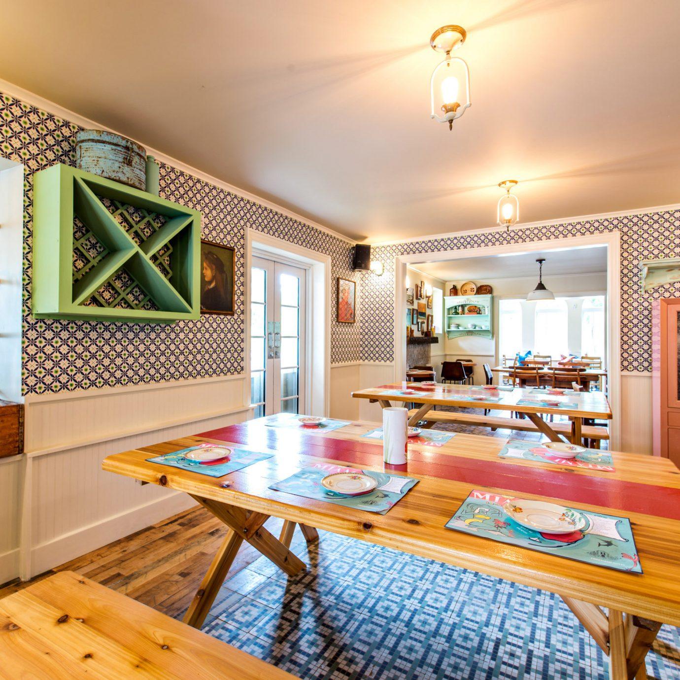 Dining Drink Eat Hip Modern property home living room cottage farmhouse wooden Villa recreation room mansion Resort