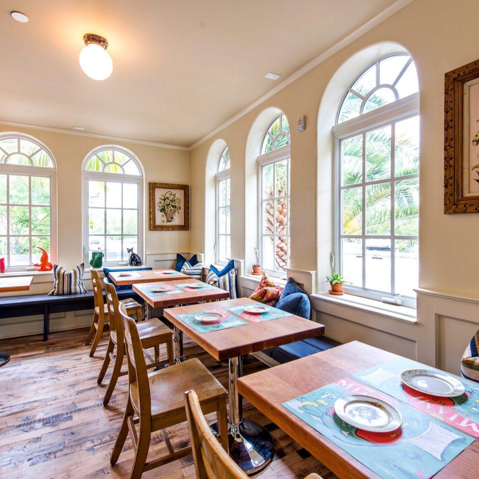 Dining Drink Eat Hip Modern property home living room cottage restaurant