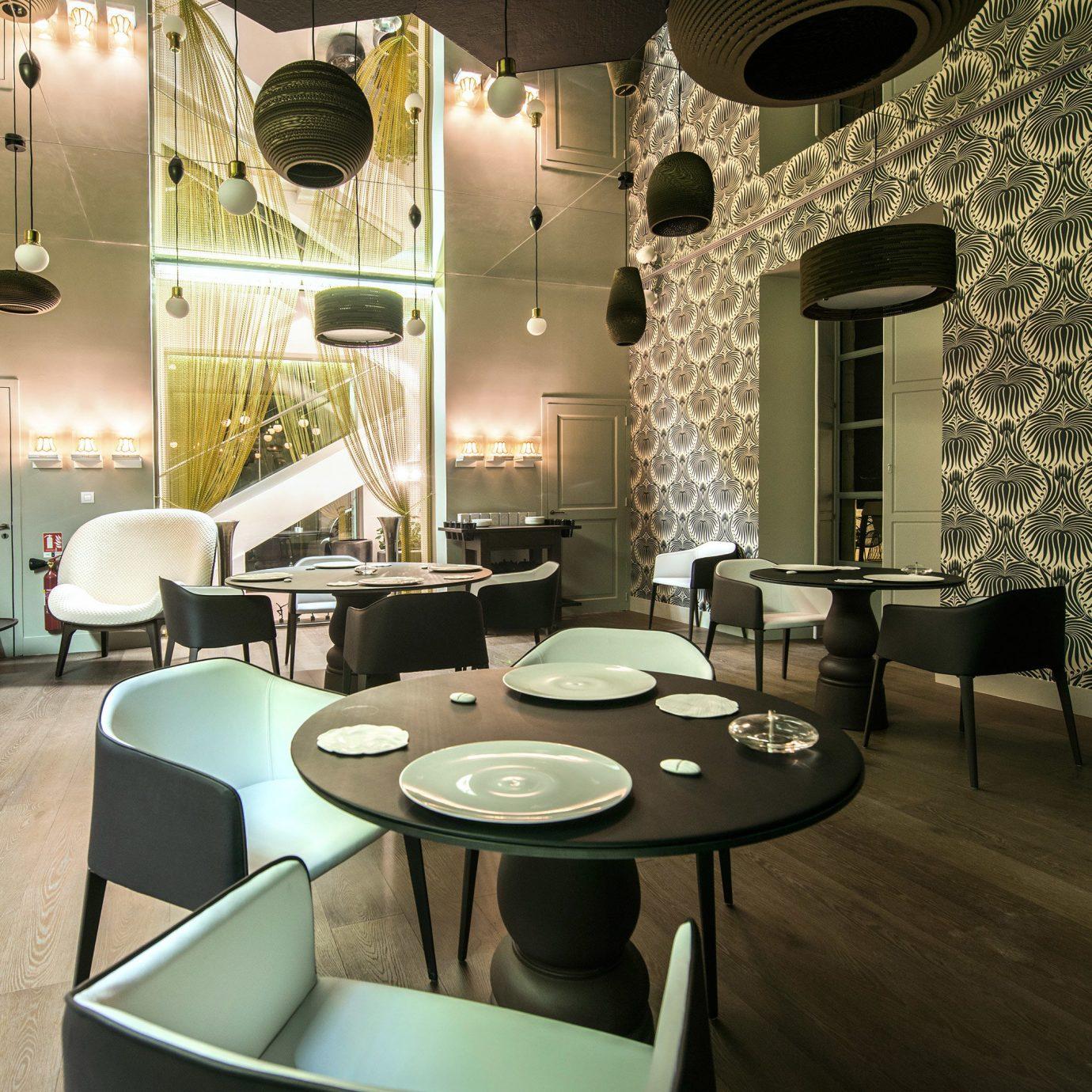 Dining Drink Eat Honeymoon Luxury Modern Romance Wellness chair property living room lighting Lobby