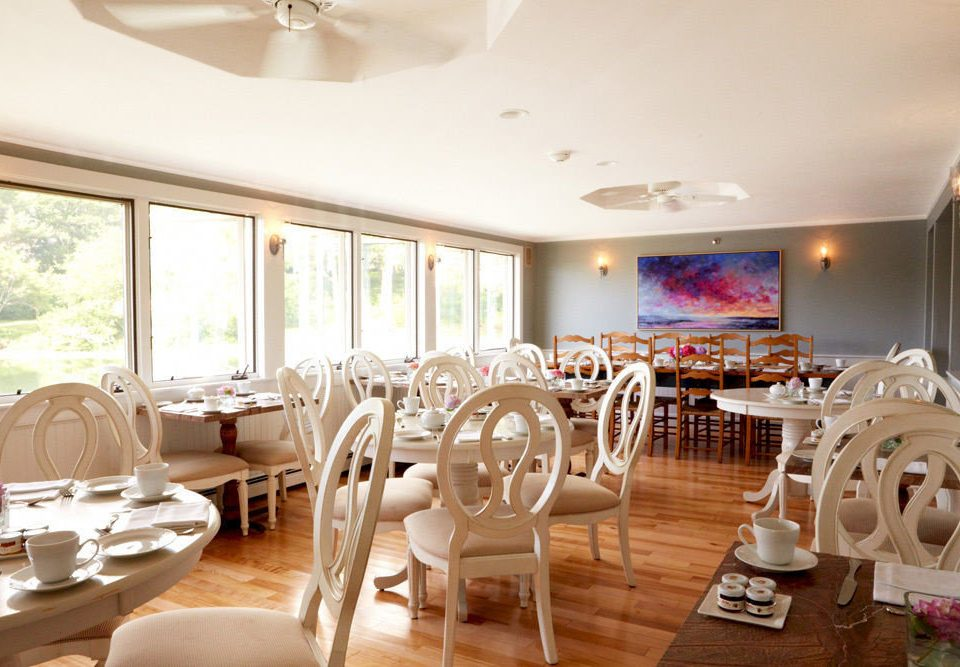 Dining Drink Eat Inn property chair restaurant Resort function hall white home Villa living room Suite breakfast dining table Island