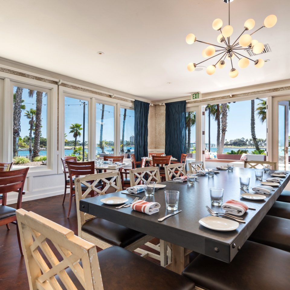 Dining Drink Eat Island Resort Scenic views Tropical property home living room condominium cottage restaurant Villa Suite mansion farmhouse dining table