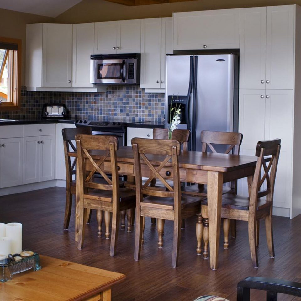 Dining Drink Eat Lounge Mountains property home cottage house Kitchen living room wooden farmhouse Suite dining table