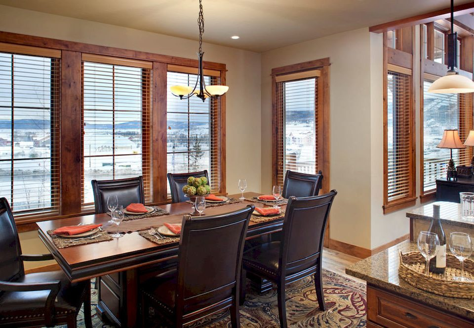 Dining Drink Eat Kitchen Resort property home living room condominium hardwood cabinetry cottage Suite leather