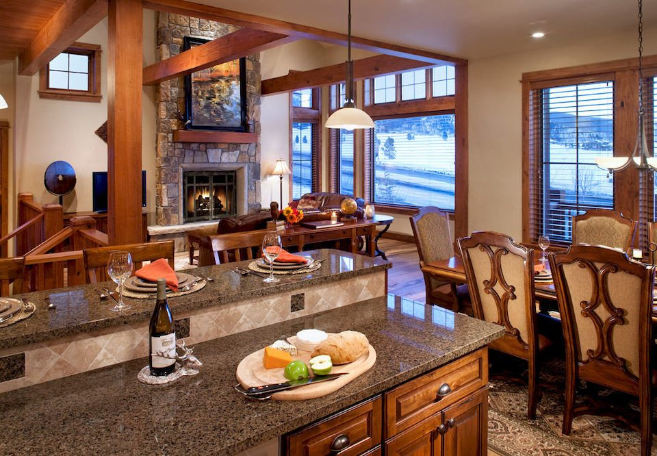 Dining Drink Eat Kitchen Resort property home cottage living room farmhouse Suite