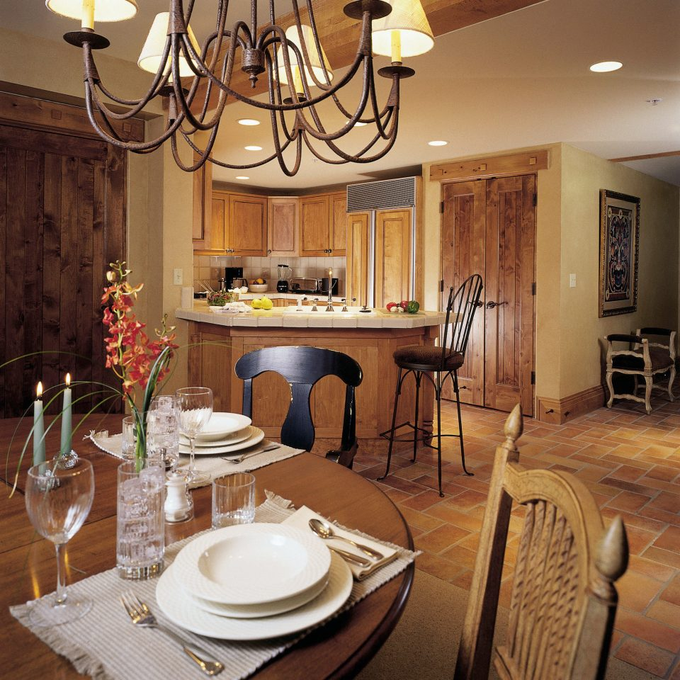 Dining Drink Eat Kitchen Resort Rustic Suite property living room home restaurant cottage breakfast dining table