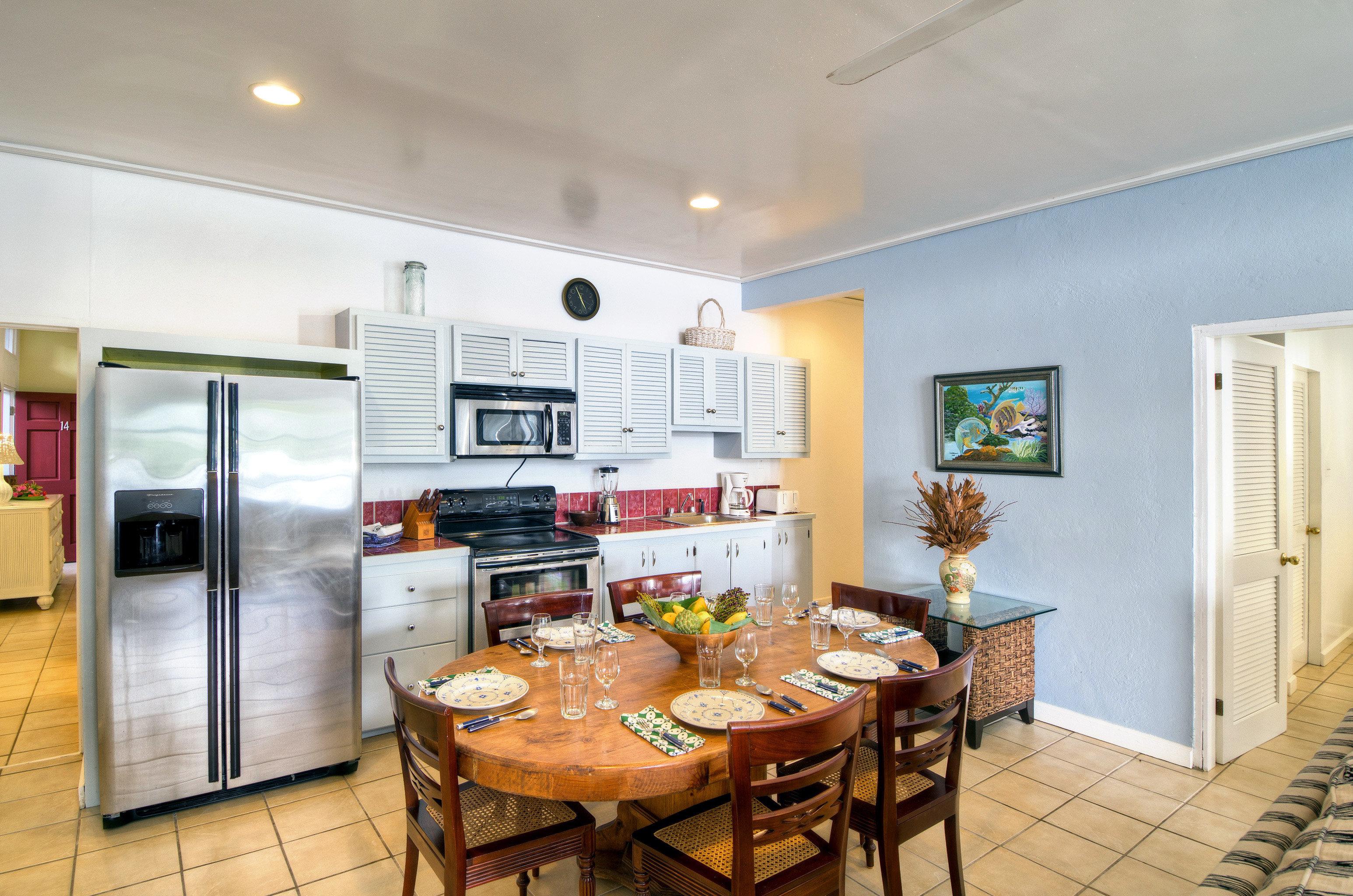 Dining Drink Eat Kitchen Modern Suite property home living room cottage farmhouse condominium Villa loft