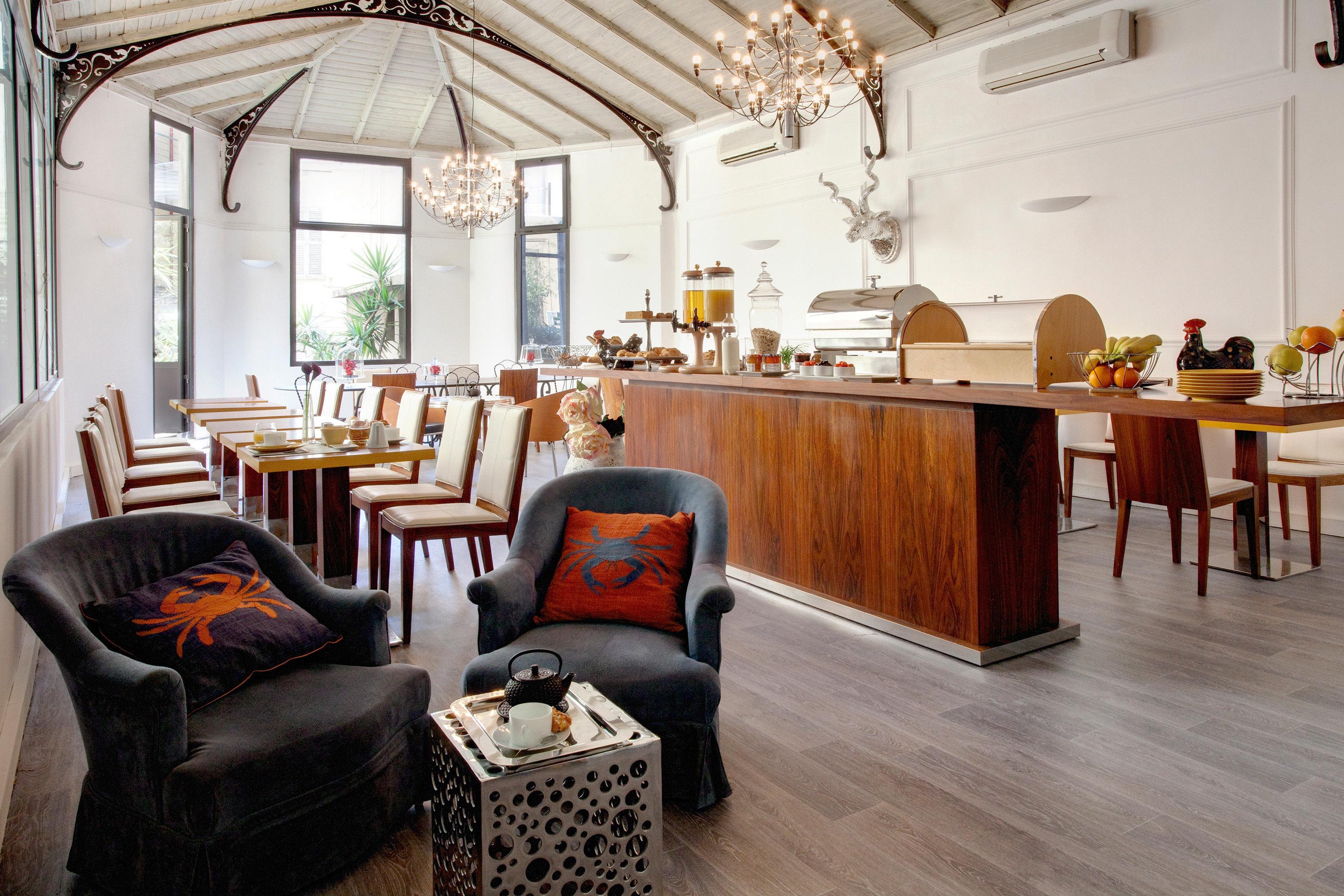 Dining Drink Eat Modern property home living room restaurant Lobby cottage flooring