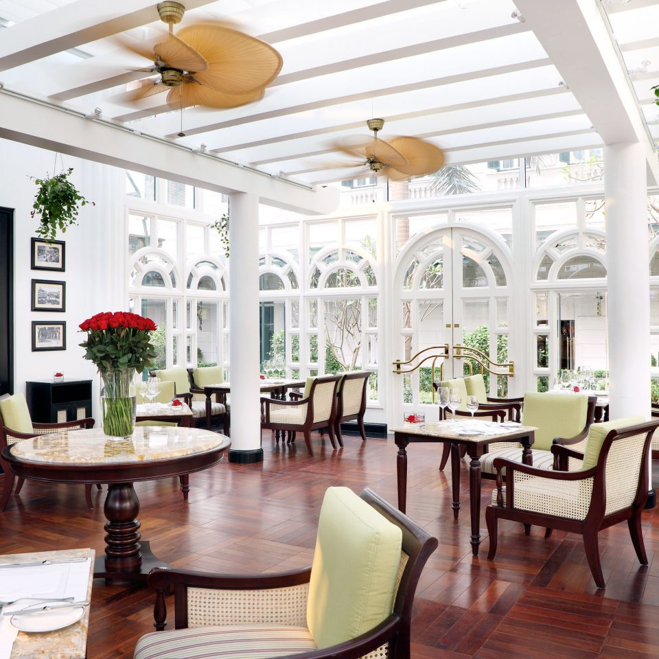 Dining Drink Eat Resort chair property restaurant Lobby home living room orangery mansion dining table