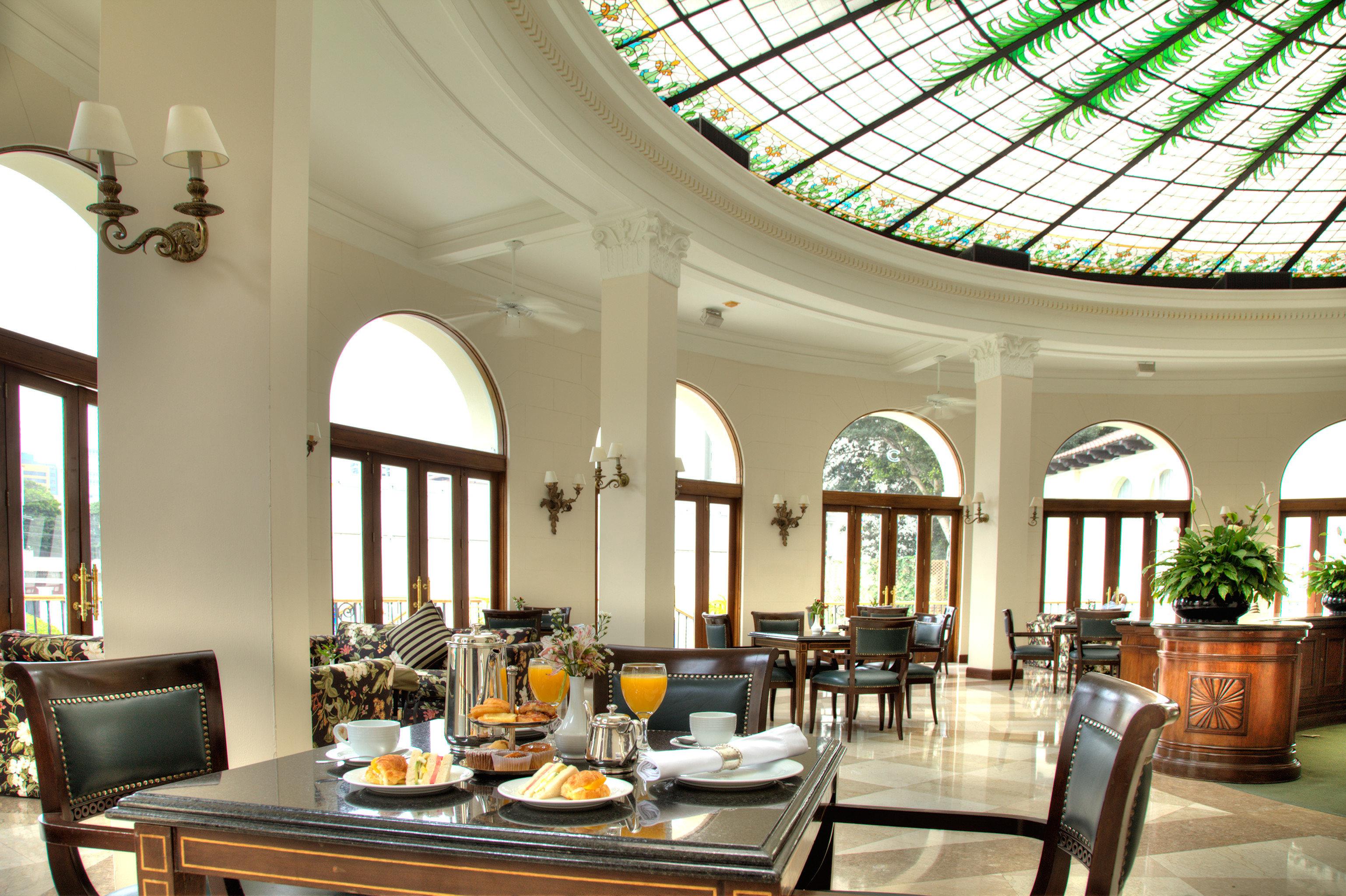 Dining Drink Eat Resort property living room Lobby home mansion condominium Villa