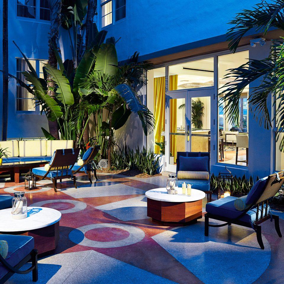 Dining Drink Eat Luxury property building Resort home house condominium Villa backyard mansion living room swimming pool restaurant cottage plant blue