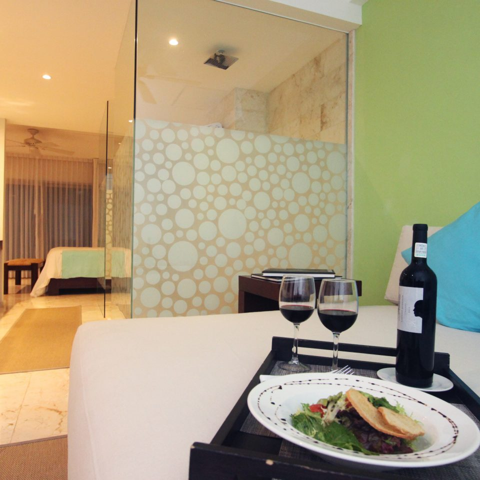 Dining Drink Eat Luxury property Suite home living room condominium cottage Villa