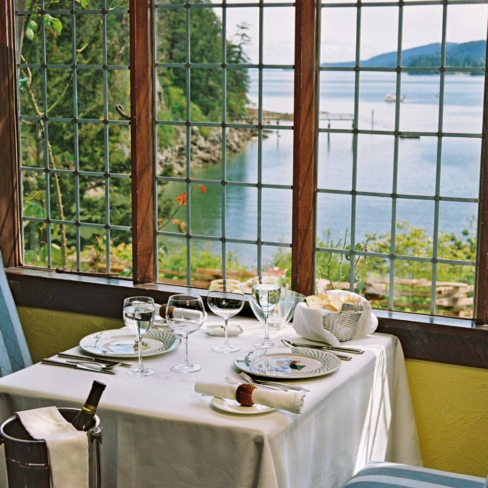 Dining Drink Eat Modern Outdoors Rustic Scenic views Sport Wellness chair restaurant property home Resort overlooking dining table