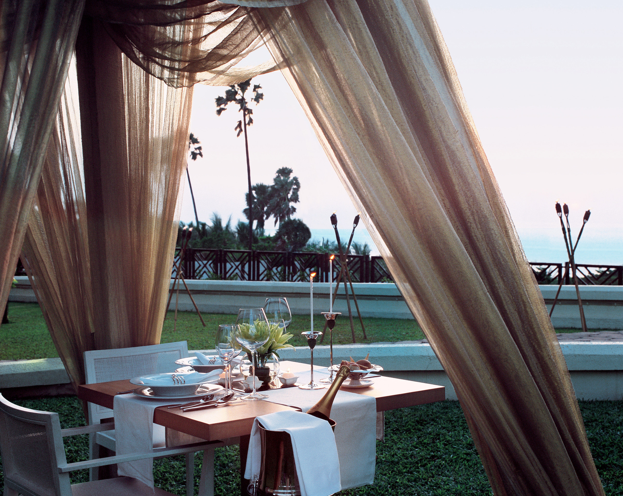 Dining Drink Eat Modern Patio Romantic Terrace Waterfront chair Resort home restaurant curtain overlooking set