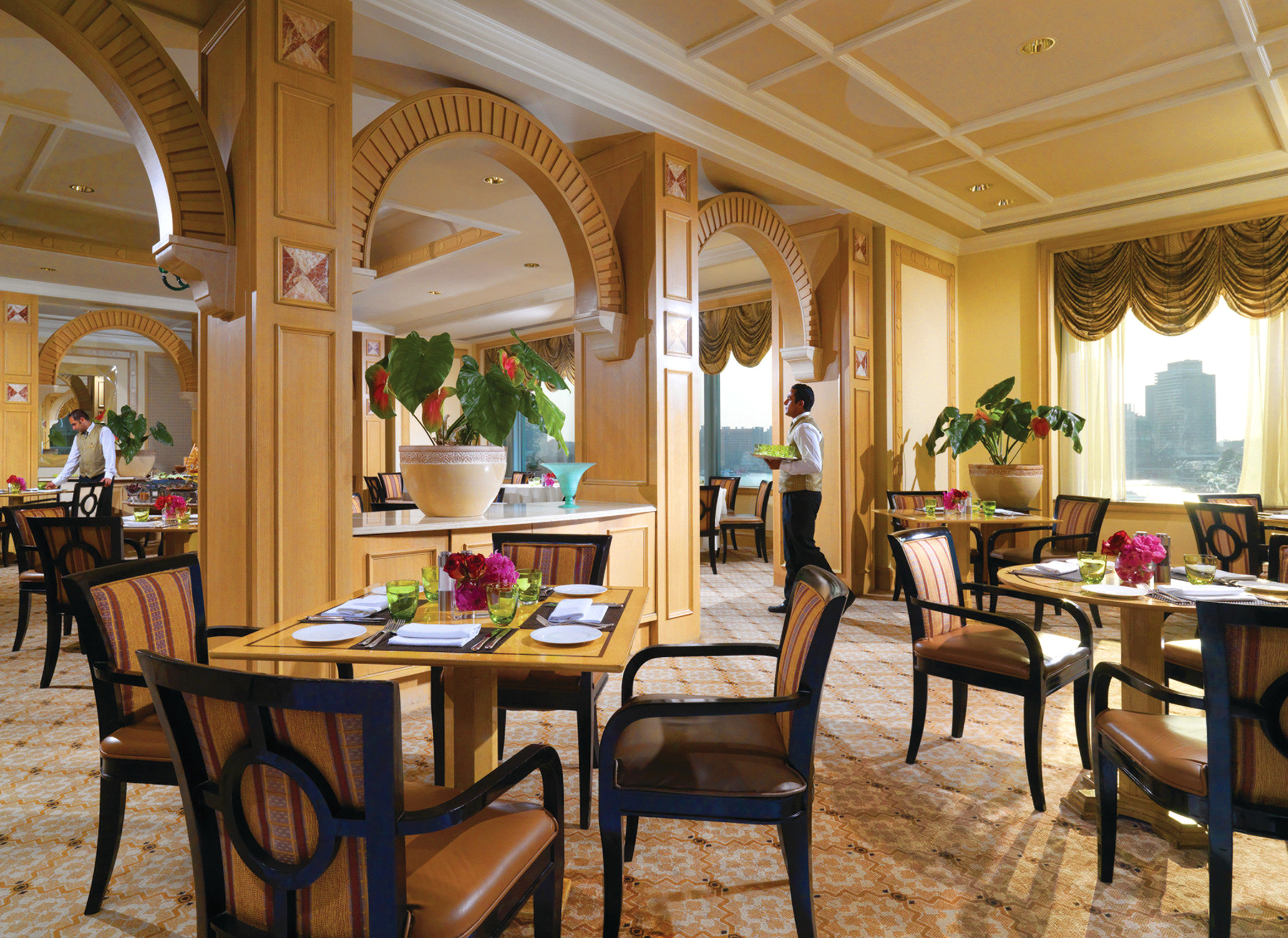 Dining Drink Eat Modern Scenic views chair property Resort restaurant home function hall palace Villa mansion