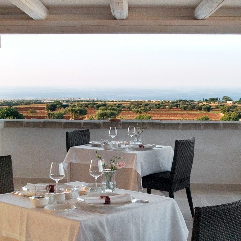 Dining Drink Eat Modern Wellness property restaurant cottage Villa living room dining table