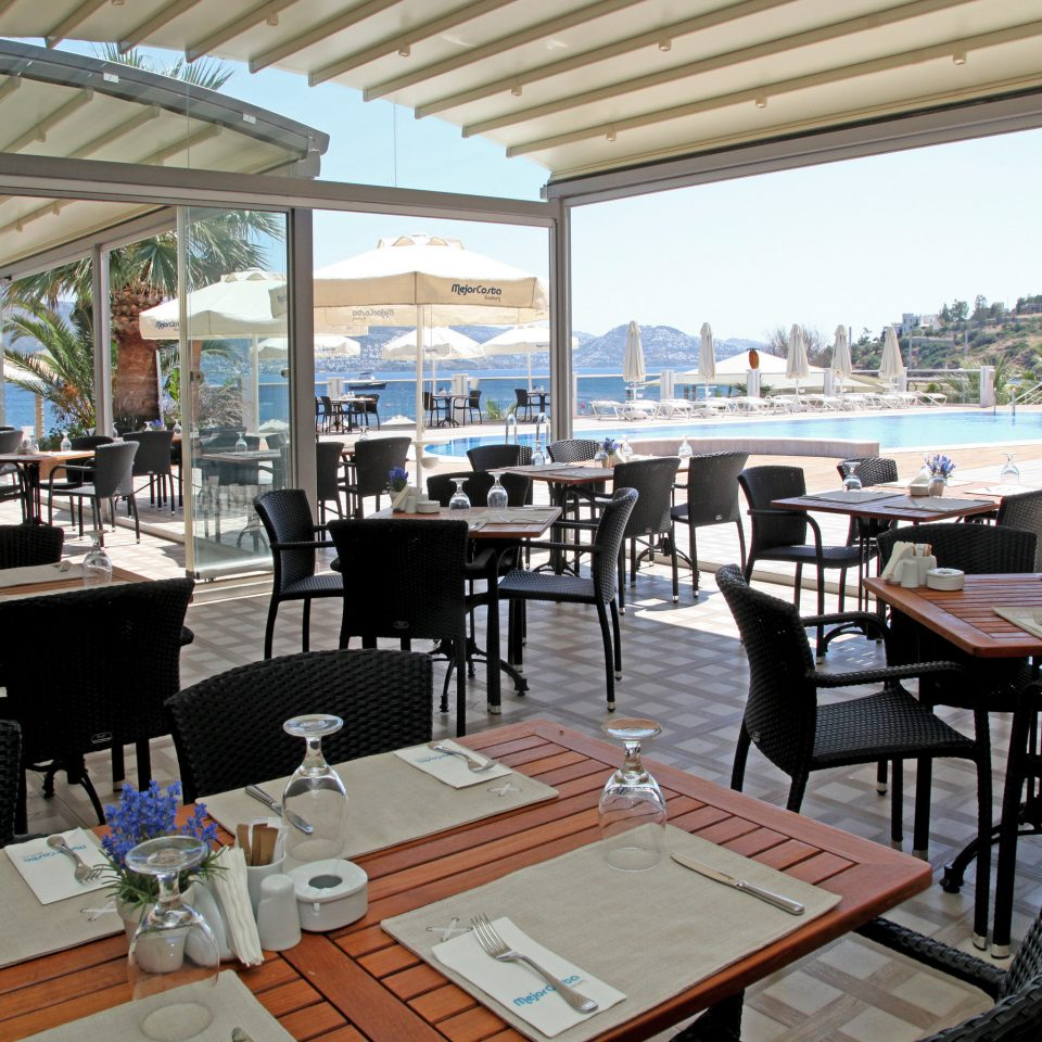 Dining Drink Eat Modern Outdoors Waterfront property restaurant Resort vehicle overlooking