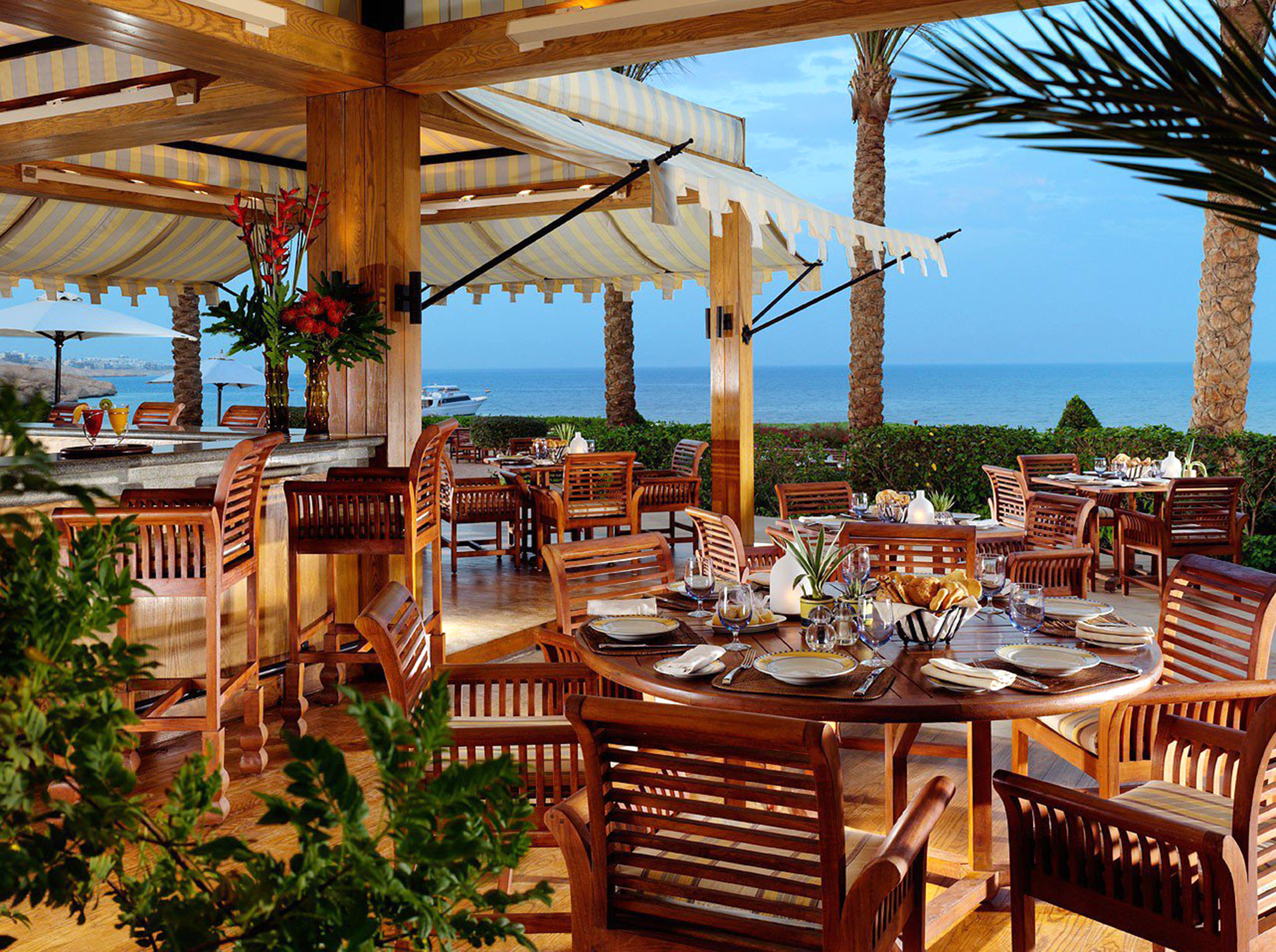 Dining Drink Eat Patio Terrace Waterfront chair property Resort home Villa wooden cottage restaurant eco hotel outdoor structure caribbean set