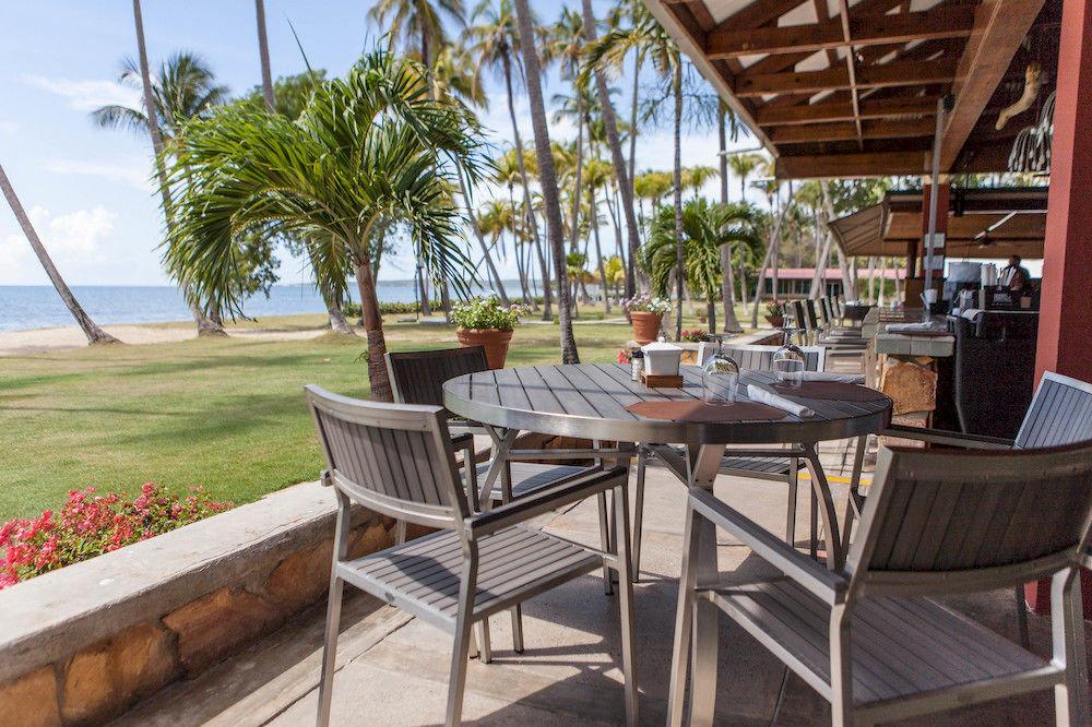 Dining Drink Eat Resort chair property Villa cottage restaurant outdoor structure