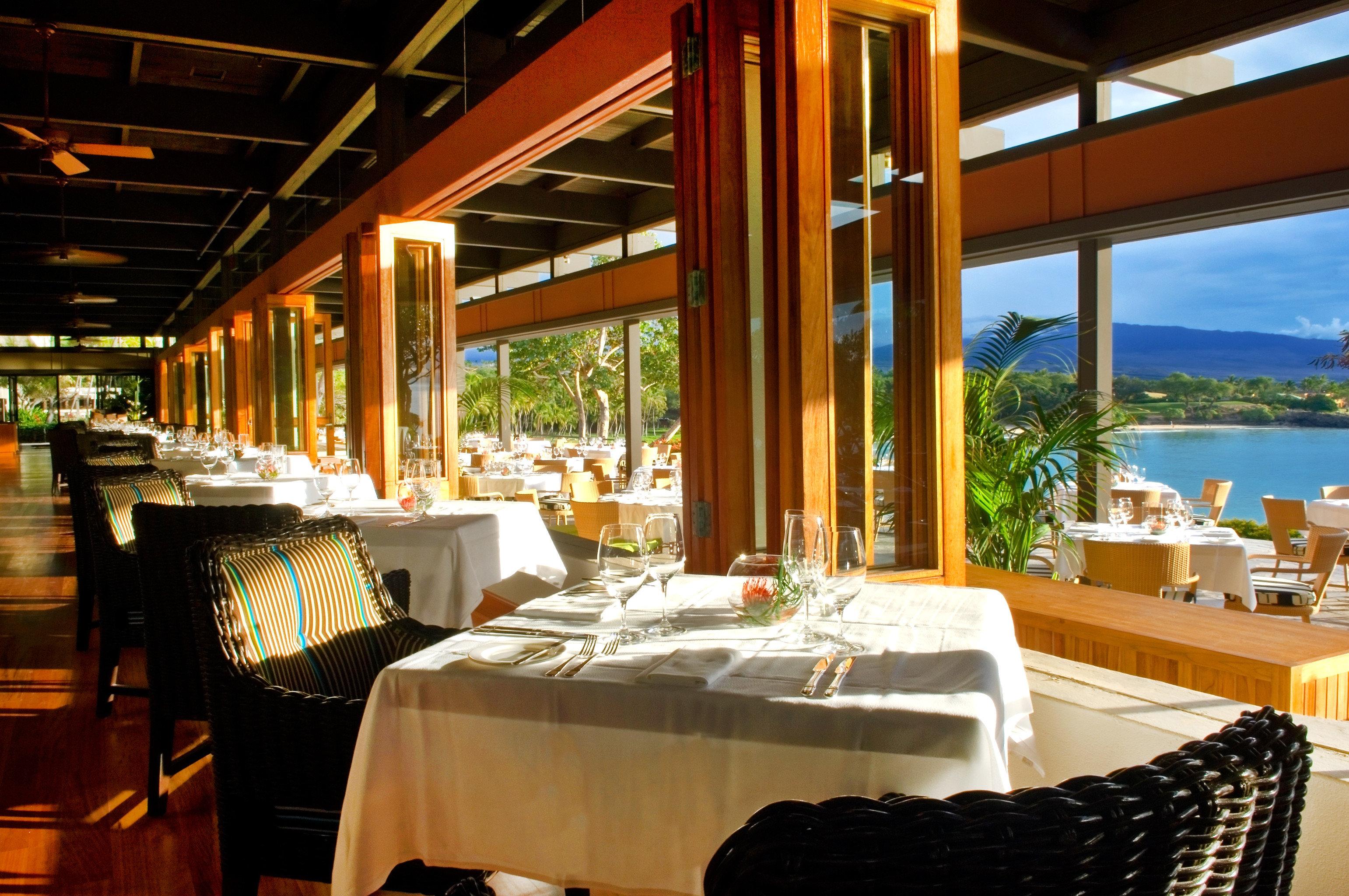 Dining Drink Eat Resort Scenic views property restaurant home Villa