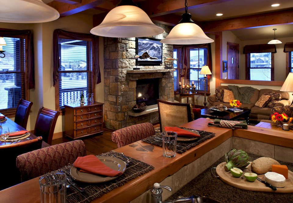 Dining Drink Eat Resort home living room yacht recreation room restaurant Suite