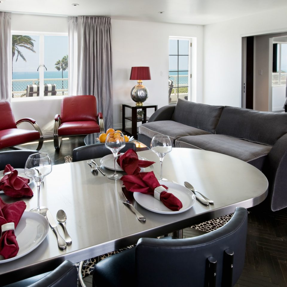 Dining Drink Eat property living room Suite red home condominium leather